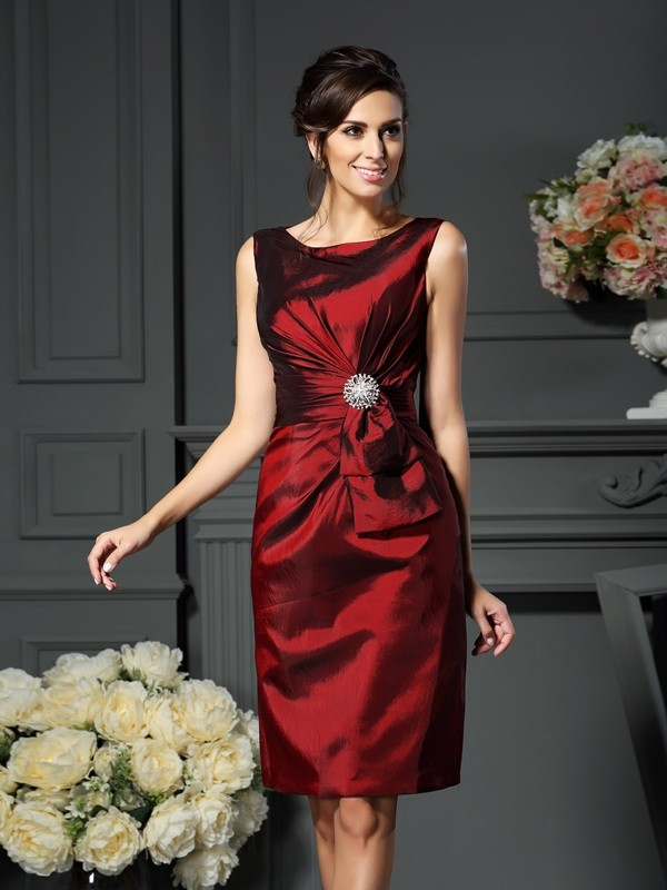 Taffeta Scoop Knee-Length Burgundy Mother of the Bride Dresses