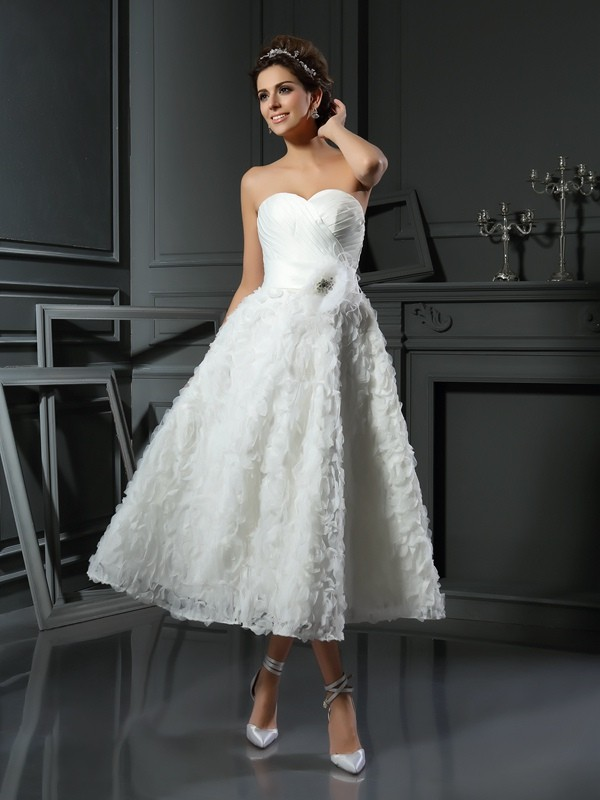 Satin Sweetheart Tea-Length Ivory Wedding Dresses