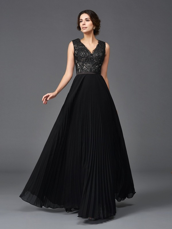 Floor-Length Black V-neck Mother of the Bride Dresses with Lace