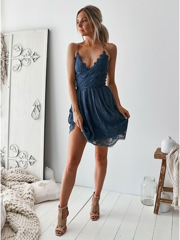 A-Line/Princess Lace Ruffles V-neck Sleeveless Short/Mini Cocktail Dresses