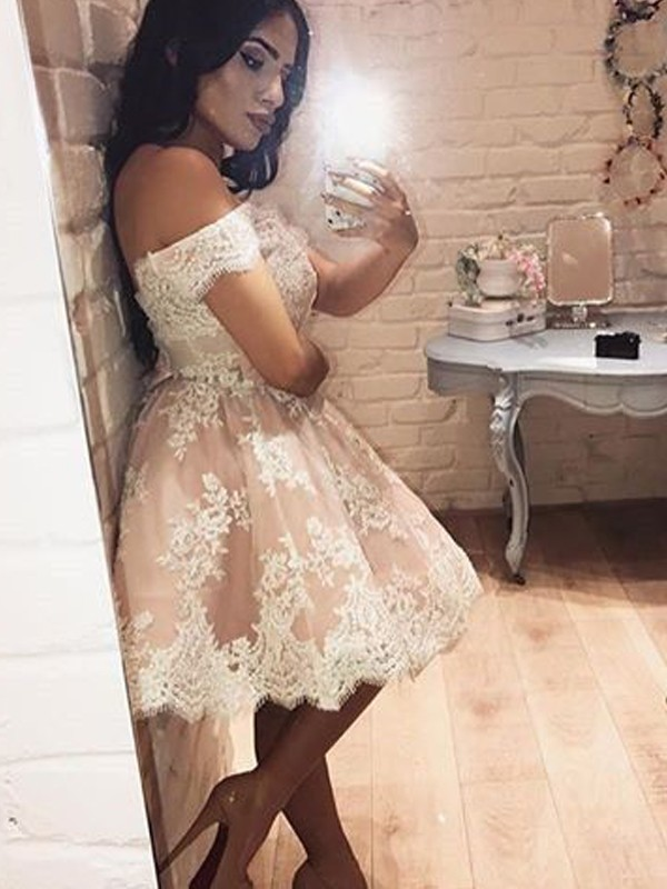 Lace Off-the-Shoulder Short/Mini Champagne Homecoming Dresses