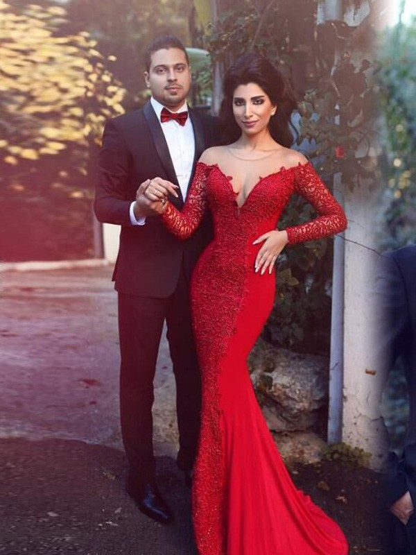 Long Sleeves Scoop Brush Train Red Prom Dresses with Applique