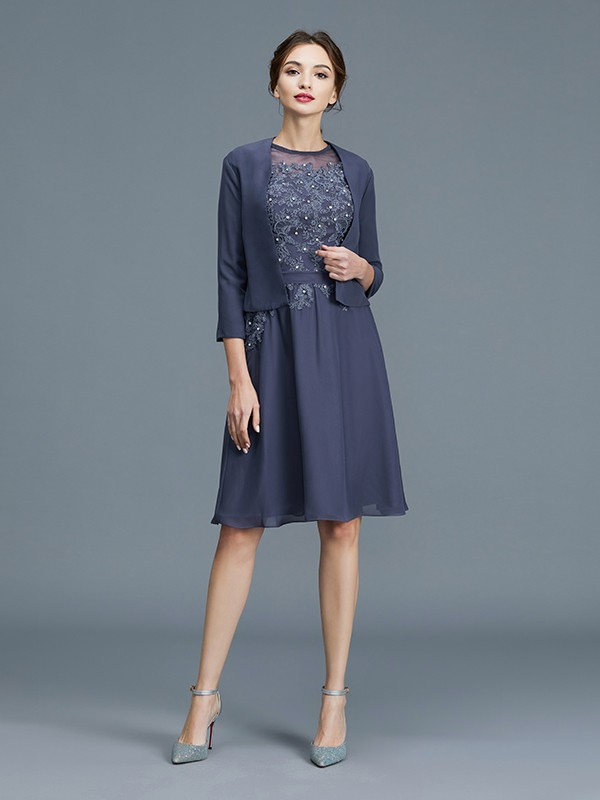 Scoop Knee-Length Grey Mother of the Bride Dresses with Beading