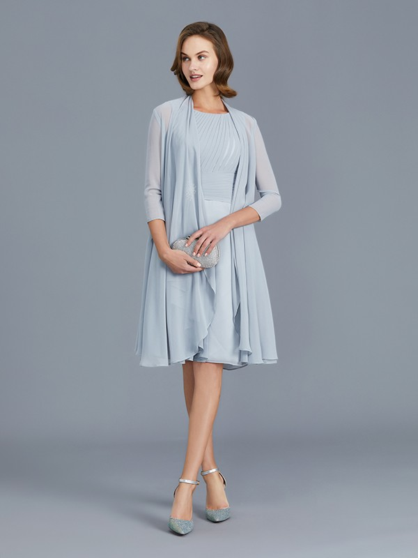 Knee-Length Silver Scoop Mother of the Bride Dresses with Ruffles