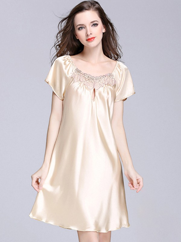 Soft Silk like Satin Bride Bridesmaid Mom Applique Robes