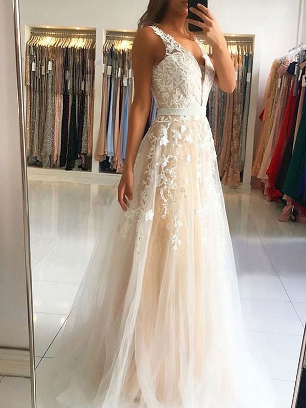 A-Line V-neck Brush Train Sleeveless Applique Tulle Prom Dresses